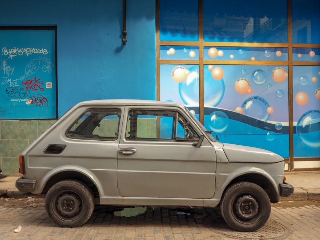 【自動車保険】古い自動車に乗っている方の自動車保険の選び方