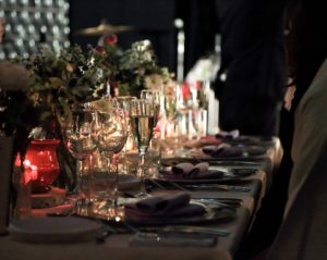 結婚式代理出席の副業で美味しい料理を食べて稼ぐ